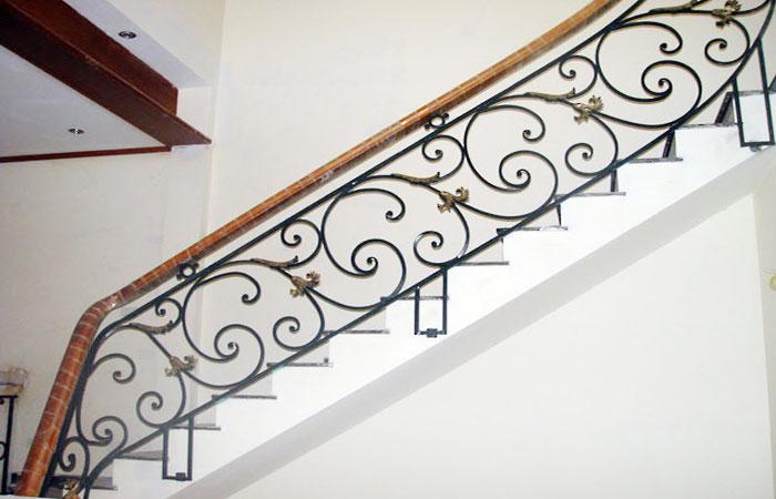 Cầu thang sắt CTS02