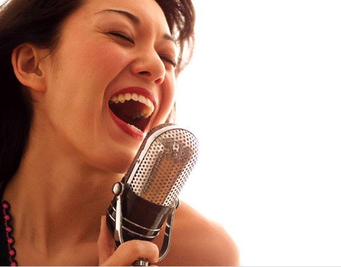 Karaoke không chỉ đàn ông, đàn bà cũng dễ dàng rước bệnh vào thân